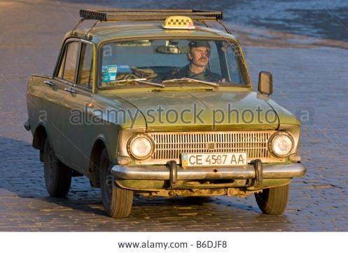 very-old-russian-taxi-cernivci-ukraine-B6DJF8